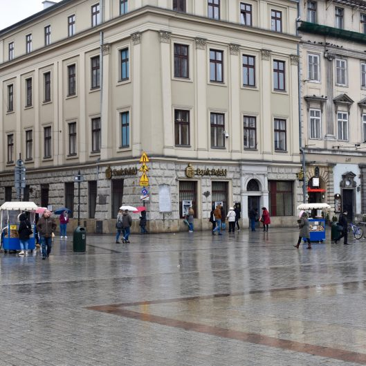 Main Market Square. Count the carts!
