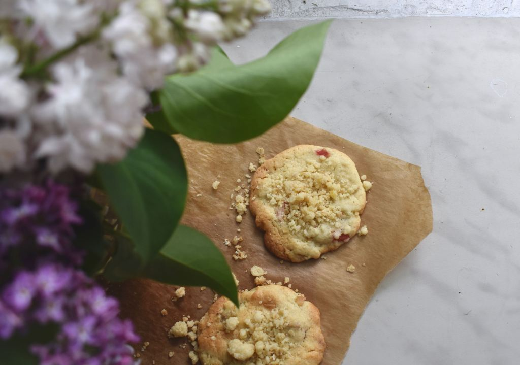 Cookies with rhubarb and crumble and lilac flowers